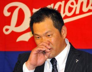 背番号48岩村明憲。 オレは宮本や前田のようになれなかった。所詮、岩村レベルか??? http://www.sponich