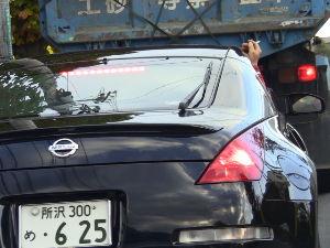 迷惑タバコ撲滅委員会っぽい感じ 自分の車の灰皿は汚したくない。煙は外に捨てる!最後はフィルタ-ポイ捨て!! お決まりのパタ-ンを車載