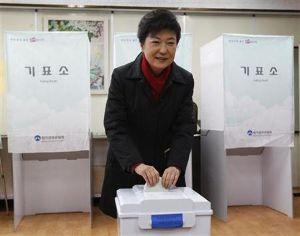 政治的カオスの予兆 韓国与党 非朴派が集団離党か 12/20(火) 23:17 掲載  韓国の与党、セヌリ党で朴槿恵大統