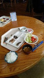 今はまだ人生を語らず 下呂温泉で朝食です❗ よね(お米)がHPのPRと違って不味いです❗ 湯本館検索してみて❗では