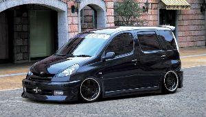 呟きながらしりとりしませんか?笑 ヤリス ヴァーソ  米国トヨタの車です!!  日本では「ファンカーゴ」として販売されていました!!