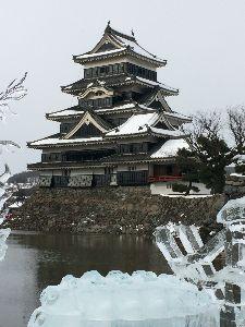 もうすぐ60歳。 普通の熟女さん、まずはお話ししましょう   久しぶりの松本です。   行き先不明のバス旅で、長野県へ来ました。    思いがけず、雪の松本城