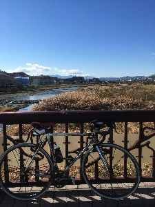 OO 自転車に乗ろう3 OO 昨日は、、、 東京に戻ってまだ100kmオーバーがないので、平坦地を軽く走ろうと9時過ぎにお出かけー