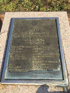 OO 自転車に乗ろう3 OO オブジェから再び記念碑を探しに南陵公園に戻り、最初の管理事務所の前にひっそりと鎮座していたのがあの記