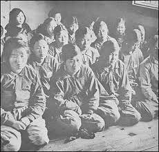 小泉、黙れ お前は非正規社員に全財産を投げ出せ、罪滅ぼしに  大阪外国語大学の藤目ゆき助教授(歴史学)の話     非常に重要な報告だ。軍慰安婦については、韓国