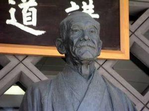 柔道の嘉納治五郎、野球の長嶋茂雄 世の中には この方が、笹野高史さんだと 思っている輩が、いっぱいいます。  嘉納治五郎さんを正しく認