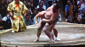 いろいろなスポーツについてのひとりごと。 初日の大相撲秋場所を見て、ひとりごとをぶつぶつと。 ずーと綱取の場所が続いているけど、なかなか優勝で