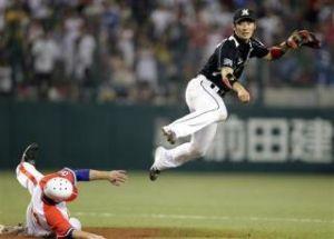 いろいろなスポーツについてのひとりごと。 スポーツ選手につきものなのが故障。 昨日の阪神ー巨人戦で阪神の西岡選手がタイムリーヒットを打って一塁