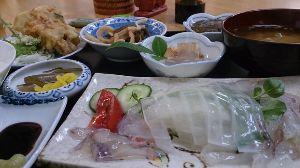 山口よりトコトコ走り隊 今日は9月最終日曜日! ってんで9月で終了するイカ刺し定食を食べに須佐まで行って来ました^^ 漁協の