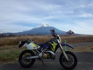 ★スーパーシェルパ★ 朝起きたら、昨日の雨が嘘の様な天晴な天気ではないですか。 居ても立っても居られず、早速ながら富士山一