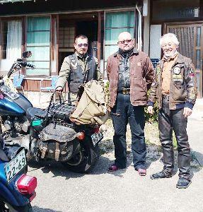 高年齢70歳以上バイク好き集合 ear*****さん、是非バイクで旅した昔話をしませんか、ちょい悪集団の様に見えますが、  皆さん紳