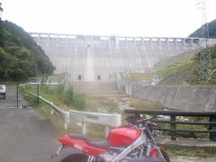北九州発ツーリング お帰りなさい😆✨🏠  僕も油圧ショベルで踏み潰したことがあります。  ダムの上から下まで落としたこと