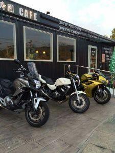静岡でバイク乗り カズさん(^-^) やっぱり寿園カフェのオーナーさんでしたネ。 とっても楽しい方ですし 何しろ珈琲が
