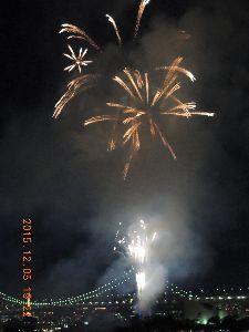 躰が燃えて濡れて困ります 季節外れの「お台場10分間花火」が昨日有りましたよ、年内あと三回開催されます。