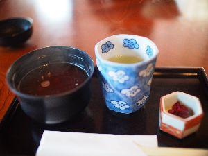 行ってきました、食べてきました、買ってみました 葛飾柴又 山本亭行って来ました。 古民家フェチのヨメはん大満足のカフェ。 あたたかいぜんざいとお抹茶