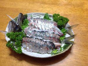 ★☆★☆★愛 アジ 刺身にしてみました 1匹100円 でしたので 一皿に二匹はダメですね パセリ大根のつま 自家製