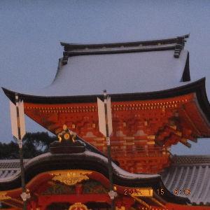 京都のタクシードライバーとお話ししませんか? 今朝の石清水八幡宮 今冬の初積雪  行きの坂道で 🚙がスリップしてました ご注意下さい