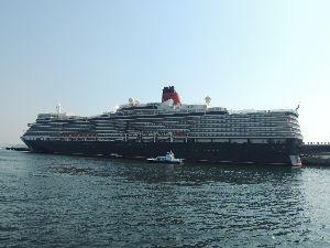 平日お休みの方~(^-^) おはよ~  クイ-エリザベスは本当に凄い客船ですね。 せめて私の乗れるのは東京湾フェリ-の30分クル