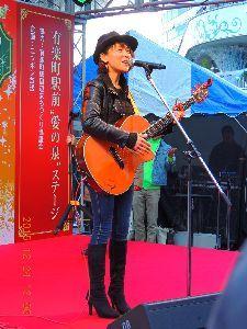 赤とんぼ  ななみさん今日は、昨日は有楽町駅前の「あさみ ちゆきママ」のミニライブに家から 歩いて行って来まし