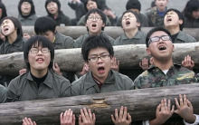 安倍政権はあまり浮かれてはならぬ  「女性に兵役税を」         …韓国内の「女性嫌悪症」