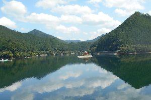 兵庫わびさびの道 弐 お疲れさまです らくちゃんデス、 写真:銀山湖ツー 良いお天気の湖。