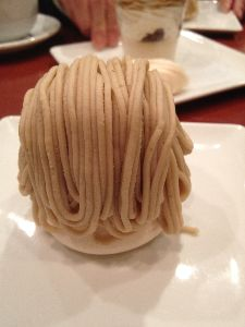 40代のページャー挑戦!! で、そのあと、太子堂にあるケーキ屋さんに。 しぼりたてモンブラン食べました!