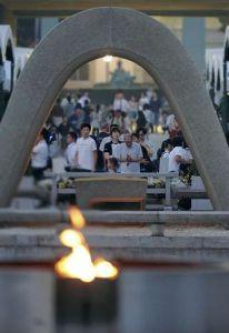 熟年の集い 皆さん こんにちわ~~!!     今日は、広島戦後70周年平和記念式典ですね。     この様な、