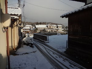 息抜きしませんか? おはようございます。  昨夜 雪が降らなかったようです。 今日の最高気温は、3℃。 県境は、ずいぶん