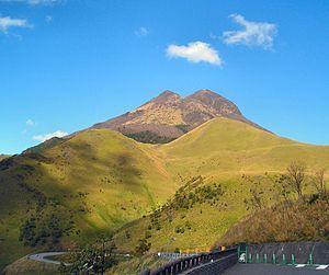 漢字でしりとり 由布岳(ゆふだけ)  大分県由布市にある標高1,583mの活火山。 山体が阿蘇くじゅう国立公園に指定