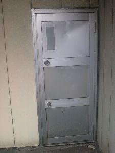これからの日本の建築 1つのドアに2つドアノブがあるこちらのドアはどう思いますか また直接見たことありますか