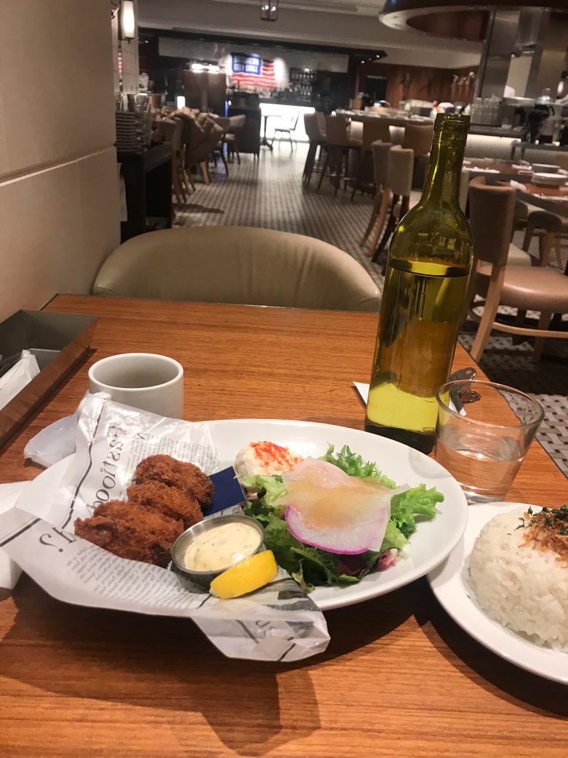 000001.SS - 上海総合 今日のランチ ミットタウン 日比谷 2F  アメリカカン フード並びレストラン