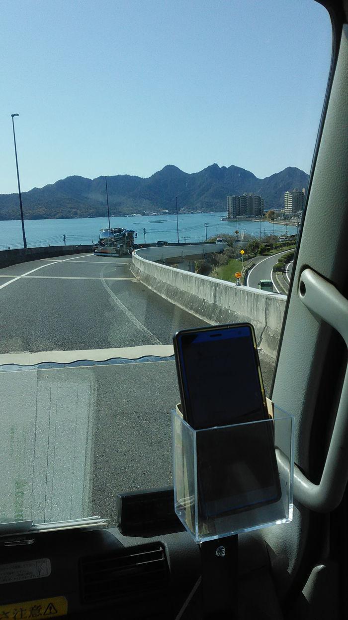プラント・オパール・・・アクト3 【お忍び棒と暮らす】エピソード2  前方に山のように見えるヤツが、 日本三景の名勝地である宮島ですぅ