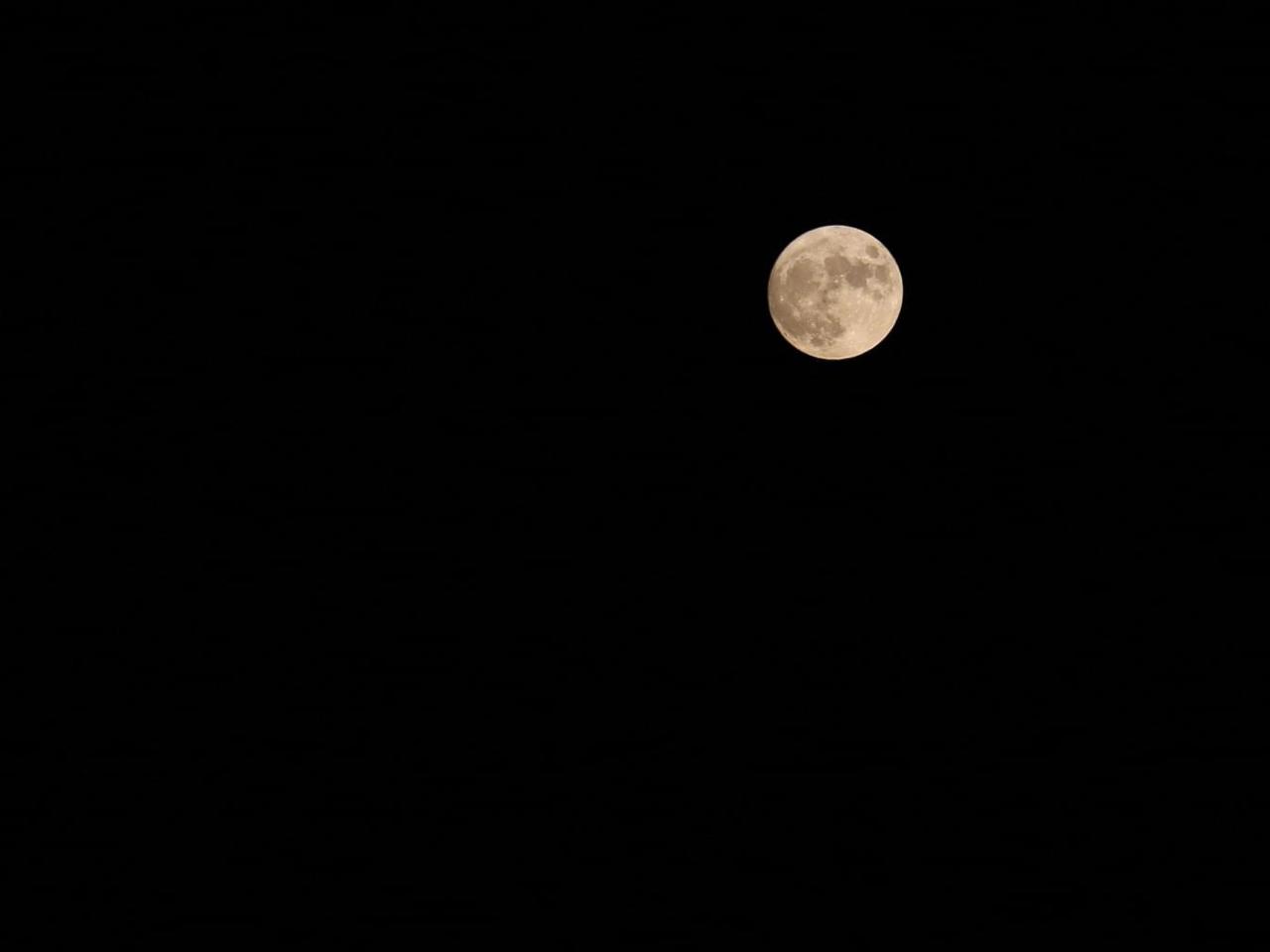 6758 - ソニー(株) 月の写真
