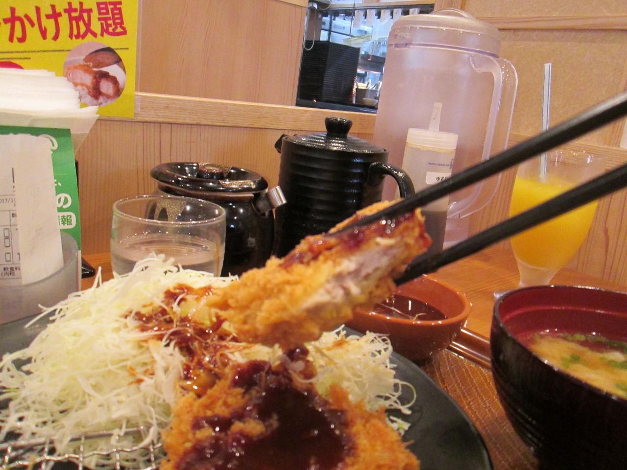 3197 - (株)すかいらーくホールディングス とんから亭でとん汁定食を食べました。 カラリと揚がるヒレカツも美味しく。 とん汁が「大」ですからボリ