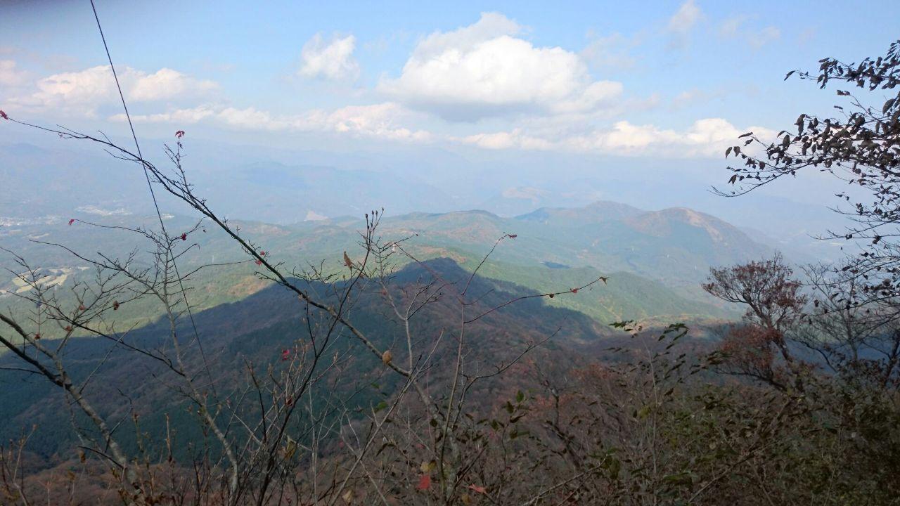御岳山へ レッツらGO! 混み混みの高尾山  お疲れさまでした~^^/  久しぶりに晴天の連休で お山日和でしたね^^  雨続