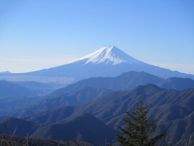 御岳山へ レッツらGO! こんばんは^^ トンボさん♪ 歩ける時には歩く! と思っています。。。(*^_^*)  はるさん^^