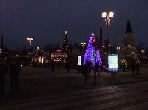 海外での素敵な風景や思い出話をご紹介してください こちらは夜のクリスマスマーケット。 今夜で終了と思います。 クリスマスのためのチキンやケーキ、クッキ