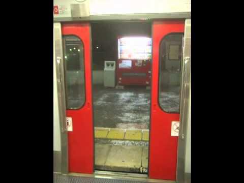4293 - (株)セプテーニ・ホールディングス ドア閉まります。ご注意下さい