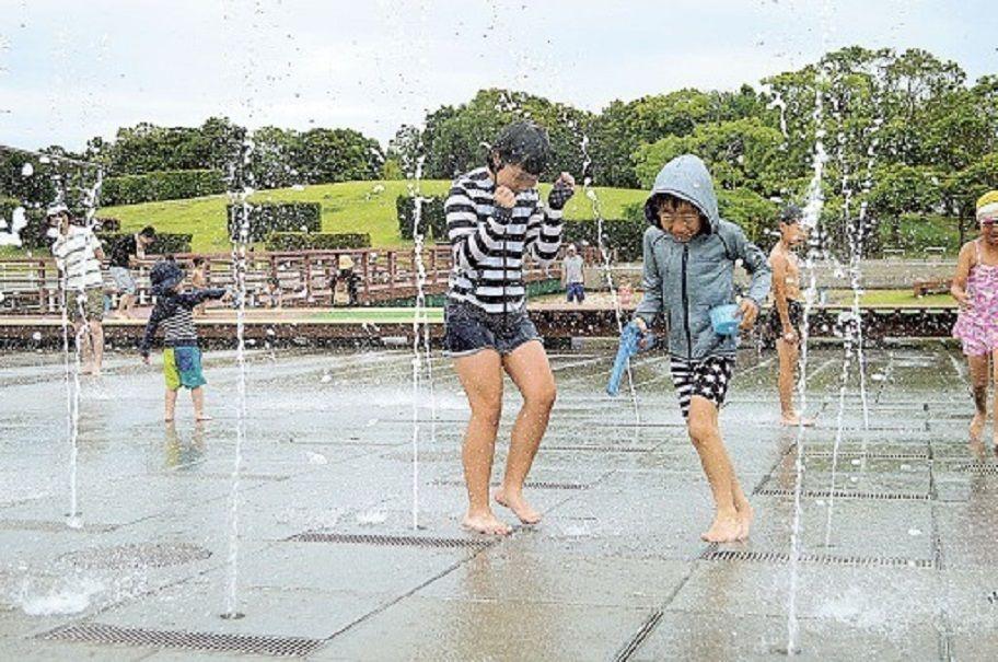 サロンくつろぎ こんばんは(^^)  今日も雨・・  梅雨空だから仕方ないけど  休みの時は降らないでほしいね  何
