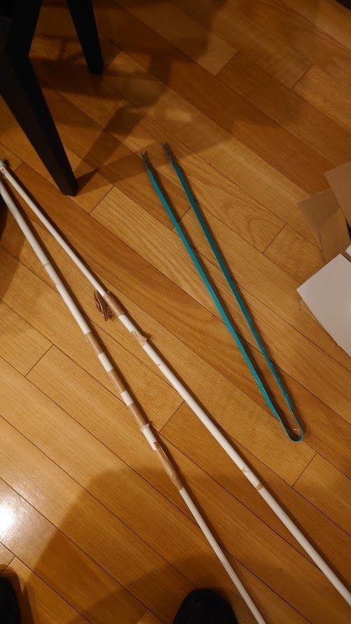 【番外編】裏・メモ雑記とか♪ この 杖がわりのつっぱり棒とはさみ があったから わりと養生がはかどりました。