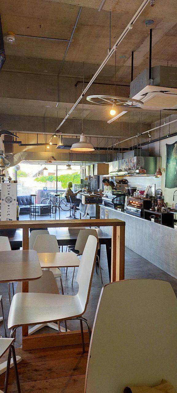 Happyな取引 朝は 6時から 車で路駐して 砂辺の アイエンカフェ。 コーヒーがとても美味しく...で おまけに