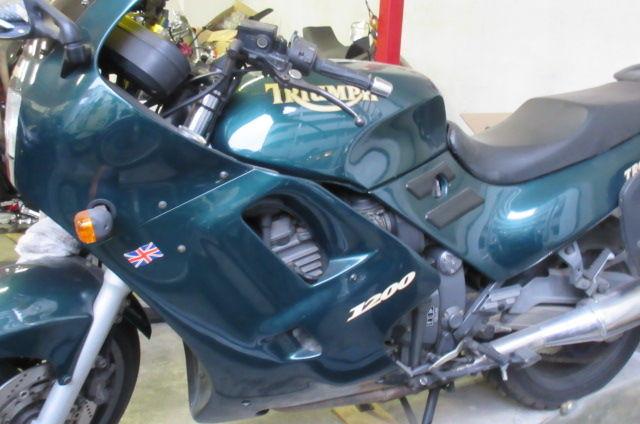 凡人の妄想トレーディング オイルの交換をしたバイク屋さんに、珍しいバイクが置いてありました。  TRIUMPH TROPHY1