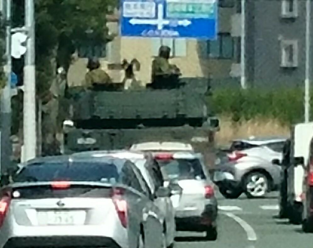 放置トレーダーの憩いの場 昨日、右折待ちしてたら、16式機動戦車が横を通っていった。 カッコいい!