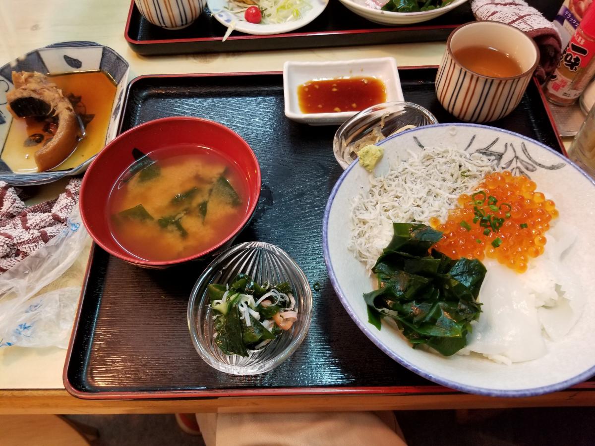 放置トレーダーの憩いの場 今日は王子が6年生の卒業式で休みなので! 知多半島に海鮮食べに行ってきました!(^o^) 私はイクラ