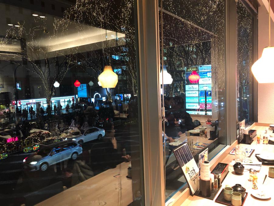 2789 - (株)カルラ ページェントを見に らら亭に行ってきました〜  窓が大きくて二階だから 特等席でした  低価格の店で
