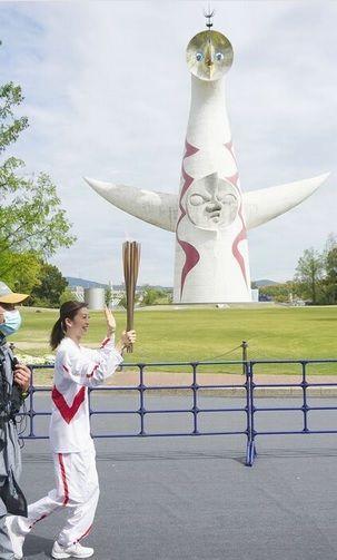 998407 - 日経平均株価 聖火リレーが13日、大阪府吹田市の万博記念公園で始まった。 大阪府内での新型コロナウイルス感染急拡大
