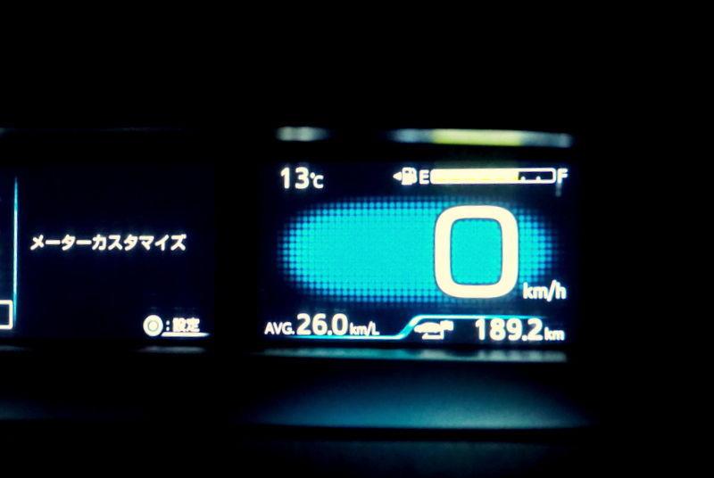 7203 - トヨタ自動車(株) 四駆プリウス 燃費 リッター 26km 1520メートルの高度や高速道路を 走っての メーターである