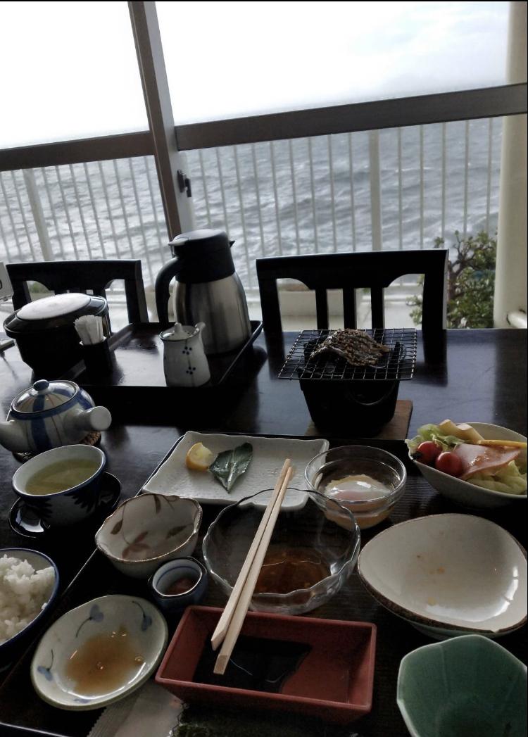 4565 - そーせいグループ(株) そーせいホルダーは お寿司さま が食べ散らかしたあとの朝食の様子でも見て瀬戸内海の超高級温泉旅館の雰
