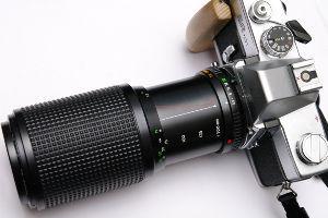 ミノルタの誘惑 昨日(8/14)、ハードオフにてカメラ売り場でジャンク品を漁っていたら、このレンズを見つけて買ってき