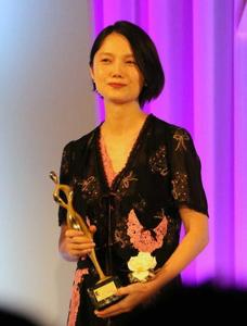 宮崎あおいさんについて語りましょう 「東京ドラマアウォード2018」授賞式に宮崎あおいさん出席。 司会の石坂浩二さん「憧れの女性なんです